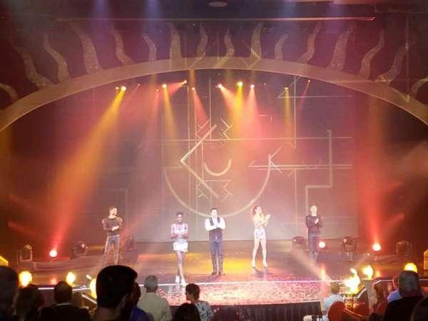 Tropicana Theater, rij: I, stoel: 1