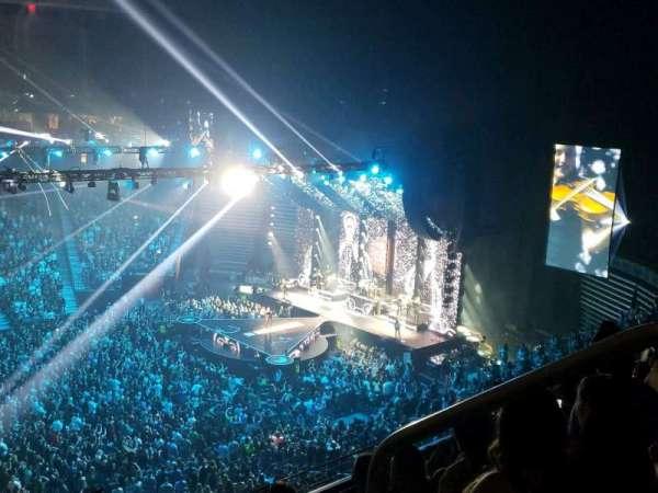 T-Mobile Arena, vak: 222, rij: D, stoel: 18