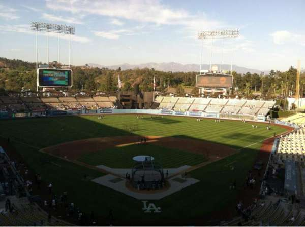 Dodger Stadium, vak: 1RS, rij: B, stoel: 17