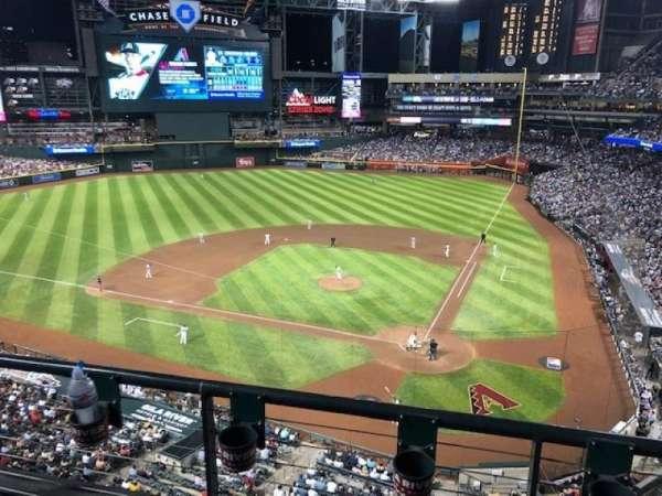 Chase Field, vak: 319, rij: 2, stoel: 3