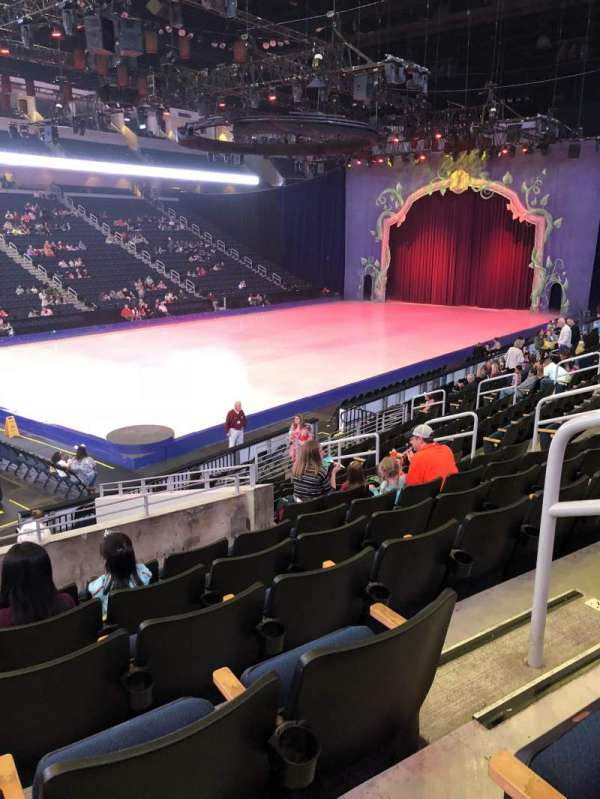 Infinite Energy Arena, vak: 102, rij: Q, stoel: 14