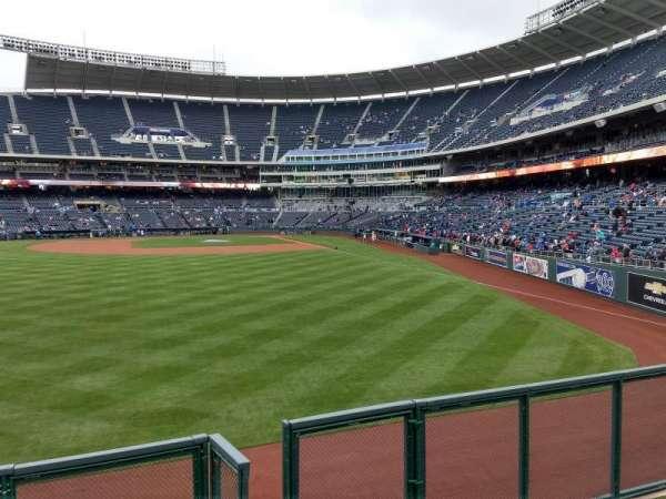 Kauffman Stadium, vak: 104, rij: a, stoel: 13