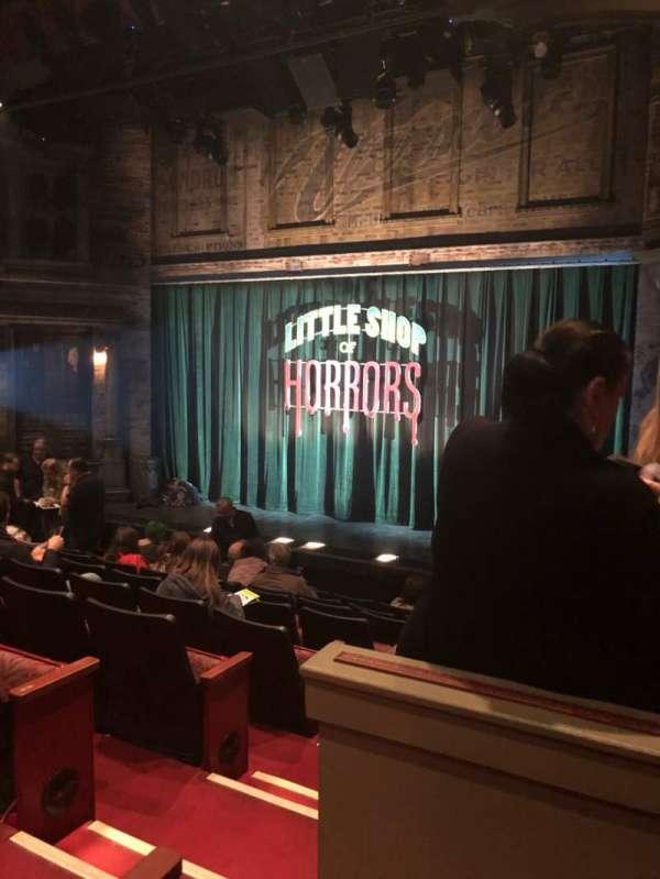 Westside Theatre, vak: OrchR, rij: J, stoel: 4