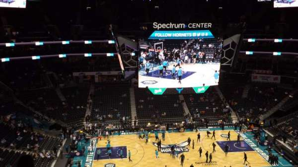 Spectrum Center, vak: 226, rij: H, stoel: 13