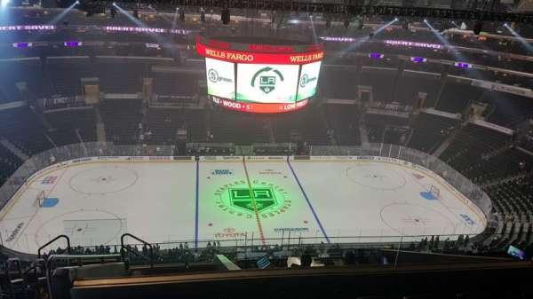 Staples Center, vak: 318, rij: 11, stoel: 24