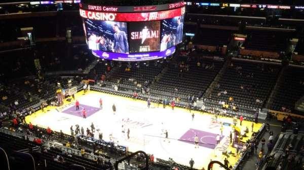 Staples Center, vak: 332, rij: 8, stoel: 24