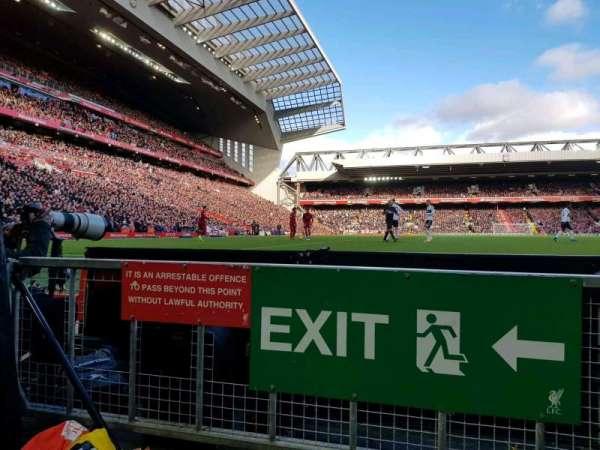 Anfield, vak: 104, rij: 1, stoel: 142