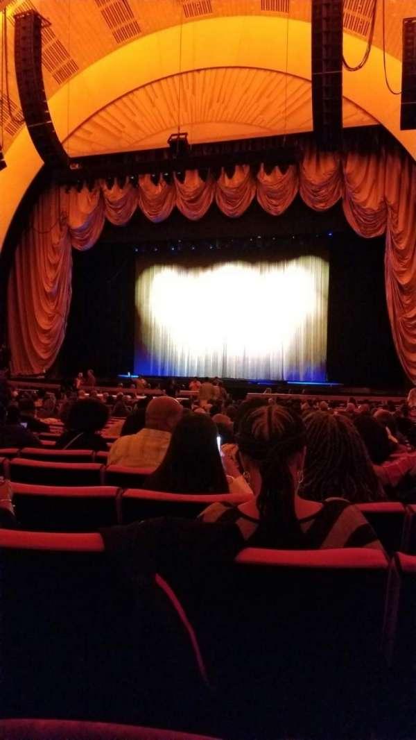 Radio City Music Hall, vak: Orchestra 3, rij: B, stoel: 302