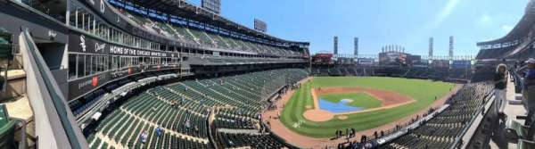 Guaranteed Rate Field, vak: 329, rij: 1, stoel: 6