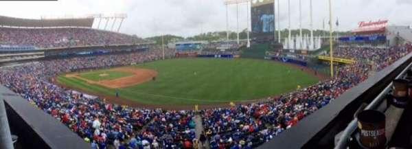 Kauffman Stadium, vak: 323, rij: A, stoel: 1
