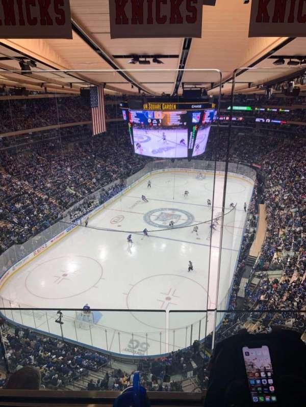 Madison Square Garden, vak: 321, rij: 2WC, stoel: 4