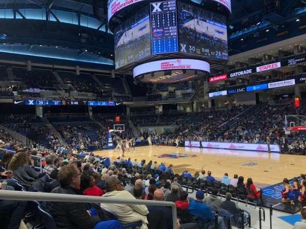 Wintrust Arena, vak: 121, rij: E, stoel: 17