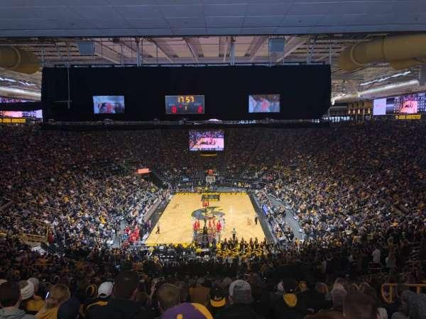 Carver-Hawkeye Arena, vak: H, rij: 42, stoel: 8