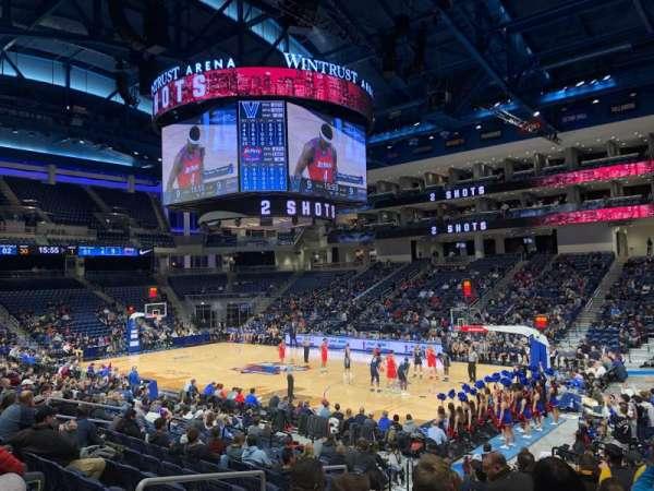 Wintrust Arena, vak: 121, rij: L, stoel: 10