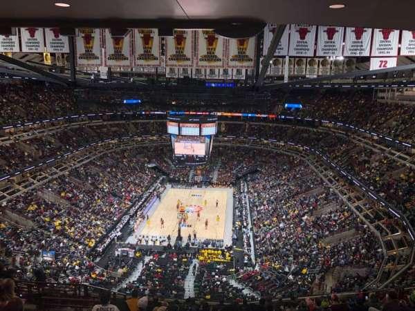 United Center, vak: 325, rij: 16, stoel: 15