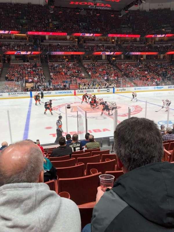 Honda Center, vak: 223, rij: L, stoel: 4