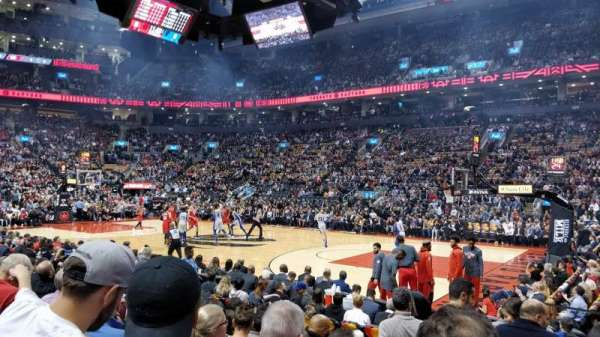 Scotiabank Arena, vak: 118, rij: 8, stoel: 1