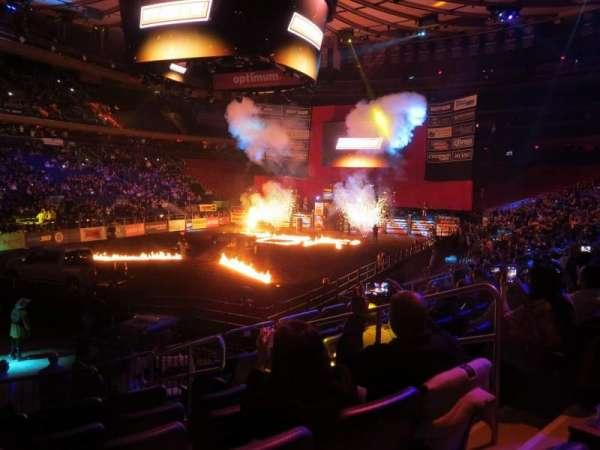 Madison Square Garden, vak: 104, rij: 10, stoel: 14