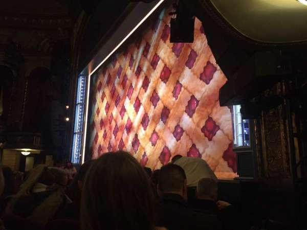 Brooks Atkinson Theatre, vak: Orch, rij: D, stoel: 20