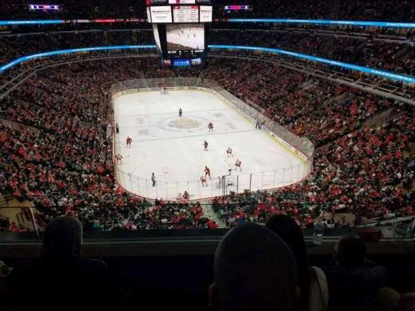 United Center, vak: 327, rij: 3, stoel: 10
