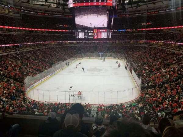 United Center, vak: 208, rij: 5, stoel: 8