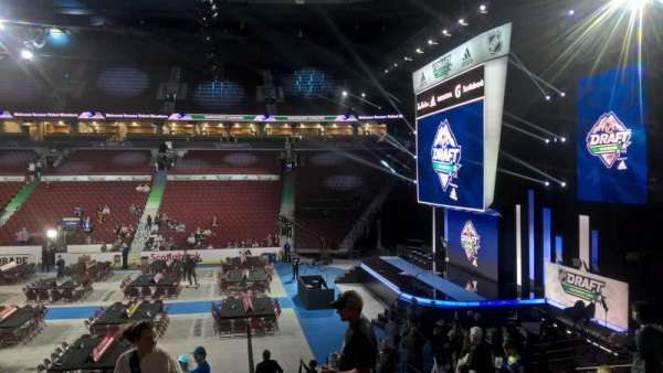 Rogers Arena, vak: 104, rij: 16, stoel: 110