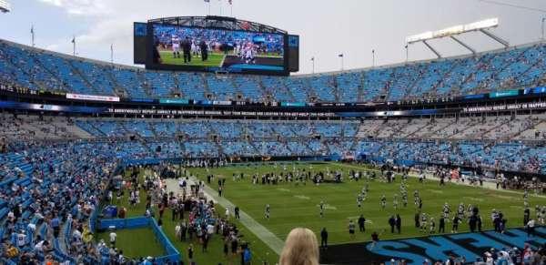 Bank of America Stadium, vak: 233, rij: 4, stoel: 7