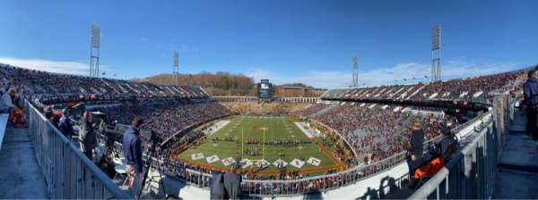 Scott Stadium, vak: 520, rij: D, stoel: 6