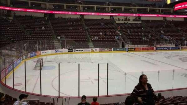Giant Center, vak: 105, rij: L, stoel: 17