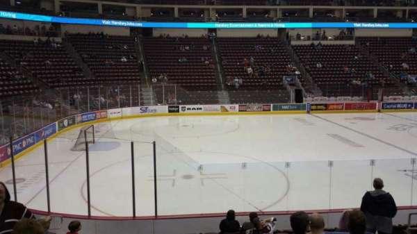 Giant Center, vak: 105, rij: L, stoel: 9