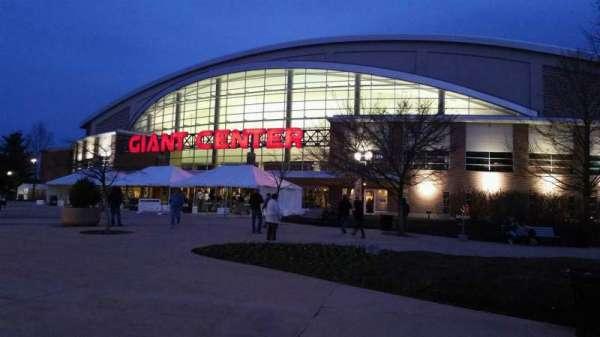 Giant Center, vak: EXTERIOR