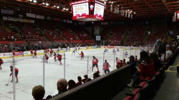 Floyd L. Maines Veterans Memorial Arena, vak: 4, rij: B, stoel: 11