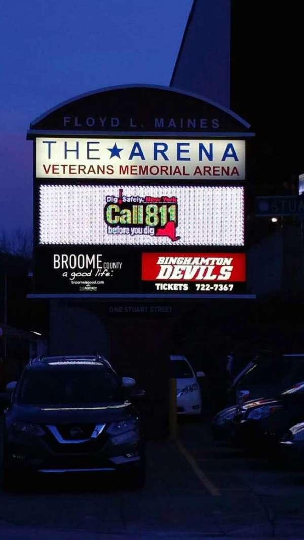 Floyd L. Maines Veterans Memorial Arena, vak: EXTERIOR