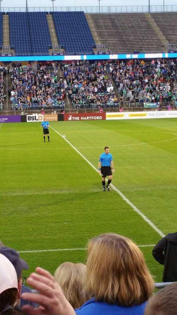 Rentschler Field, vak: 100, rij: 6, stoel: 16