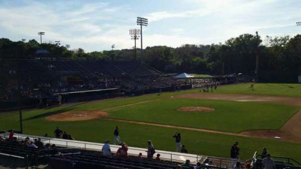 New Britain Stadium, vak: 202, rij: H, stoel: 22