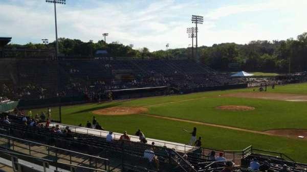 New Britain Stadium, vak: 202, rij: H, stoel: 12