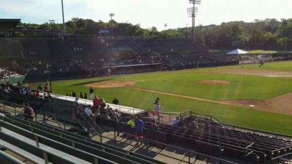 New Britain Stadium, vak: 202, rij: H, stoel: 1
