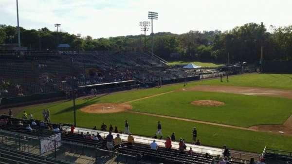 New Britain Stadium, vak: 202, rij: P, stoel: 22