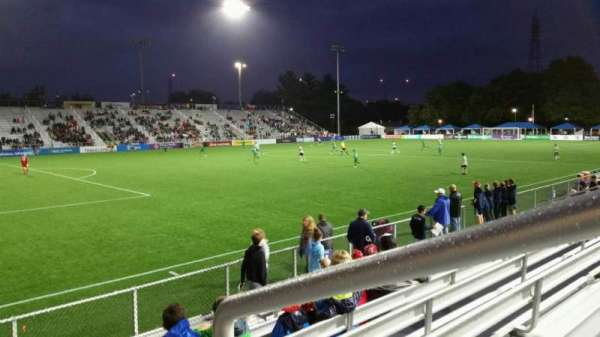Dillon Stadium, vak: 1, rij: G, stoel: 1