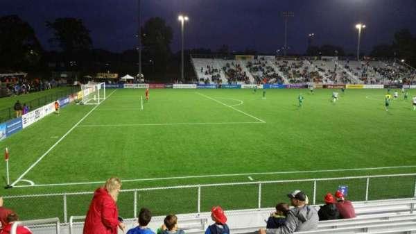Dillon Stadium, vak: 2, rij: I, stoel: 26