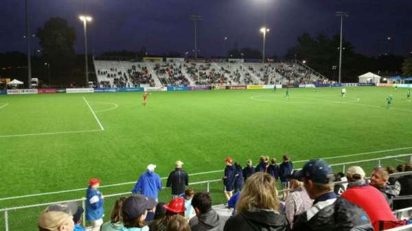 Dillon Stadium, vak: 2, rij: I, stoel: 9