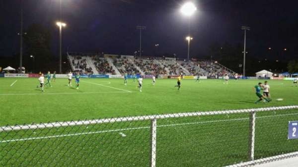 Dillon Stadium, vak: 2, rij: A, stoel: 22