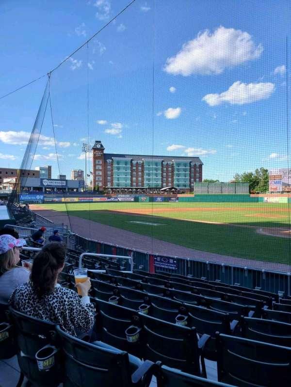 Northeast Delta Dental Stadium, vak: 108, rij: J, stoel: 6