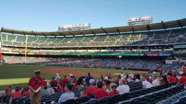 Angel Stadium, vak: F107, rij: N, stoel: 15