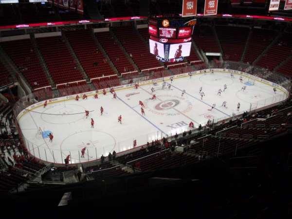 PNC Arena, vak: 307, rij: L, stoel: 9
