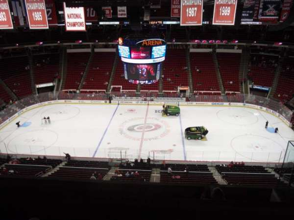 PNC Arena, vak: 324, rij: F, stoel: 5