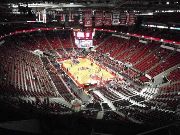 PNC Arena, vak: 317, rij: H, stoel: 5