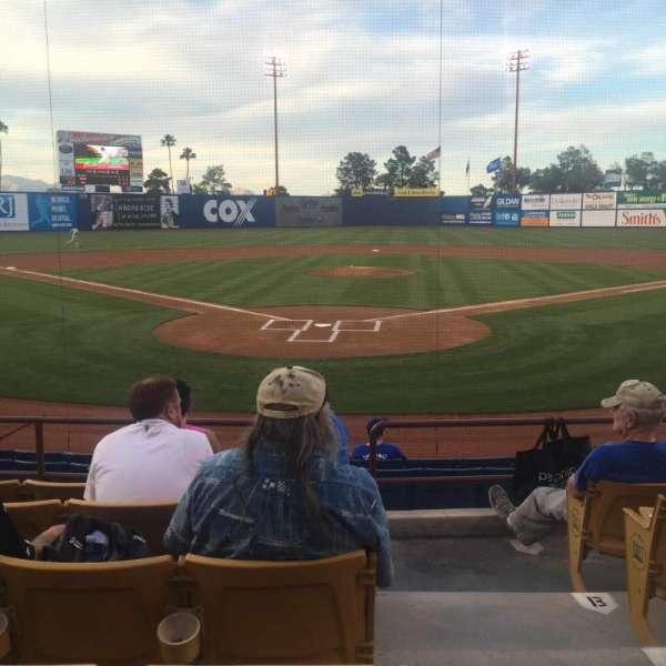 Cashman Field, vak: 12, rij: F, stoel: 10