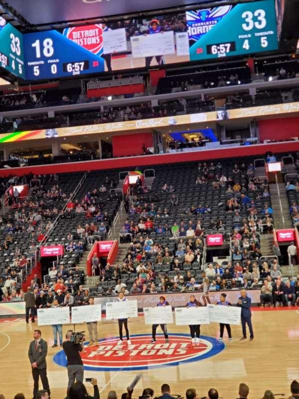 Little Caesars Arena, vak: 109, rij: 6, stoel: 2