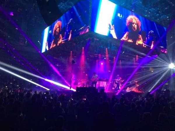 Silverstein Eye Centers Arena, vak: 104, rij: B, stoel: 1